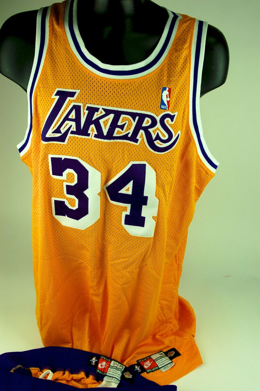 Lot Detail - Shaquille O Neal 1998-99 Los Angeles Lakers Game Used ... 3aa64d9bc