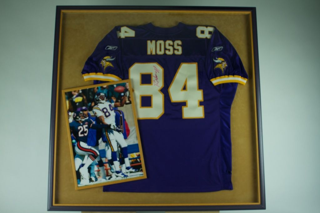 pretty nice 215e8 35802 Lot Detail - Randy Moss Autographed & Framed Jersey