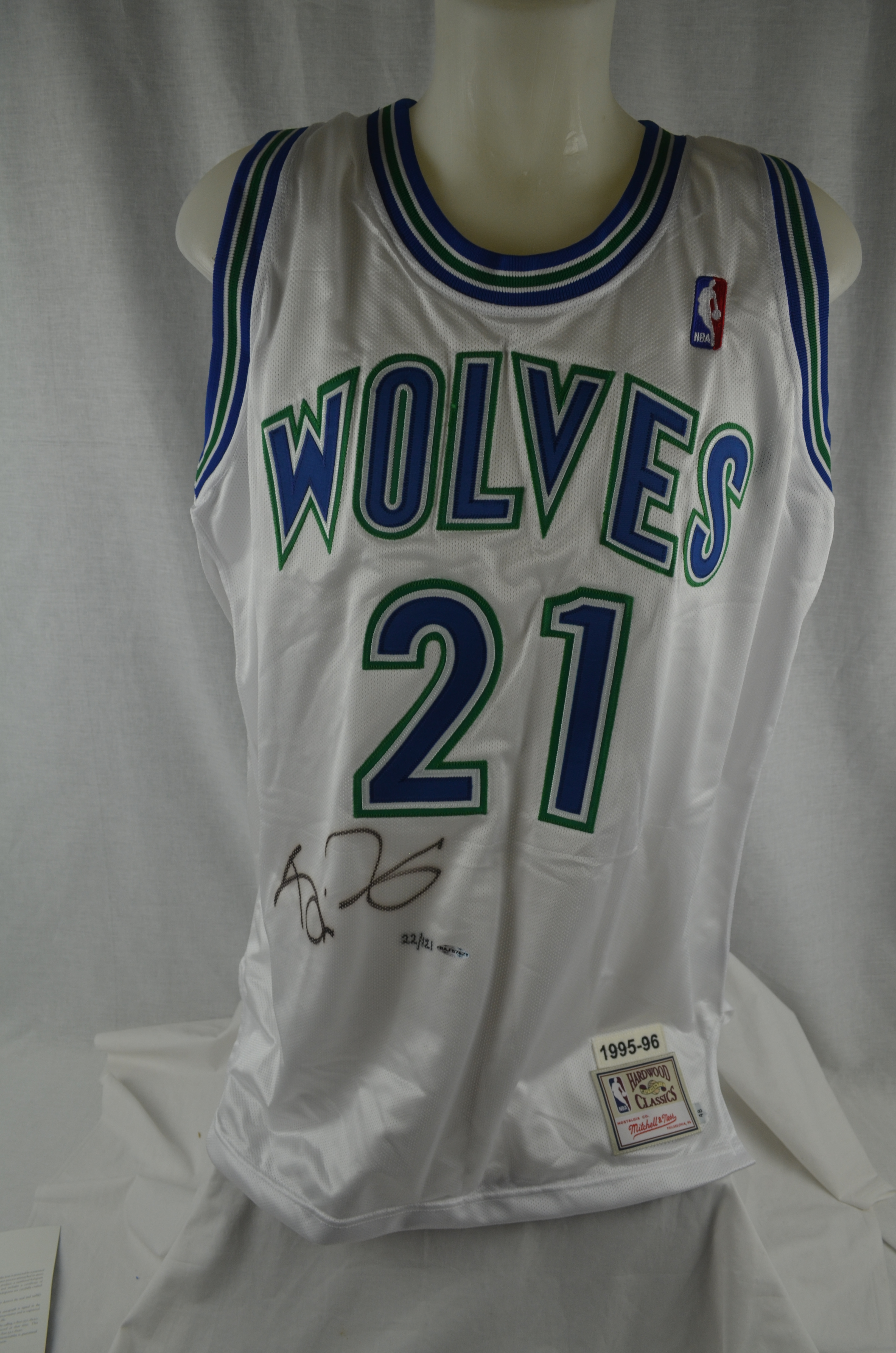 new styles 05afe aadda Lot Detail - Kevin Garnett Autographed Limited Edition UDA ...
