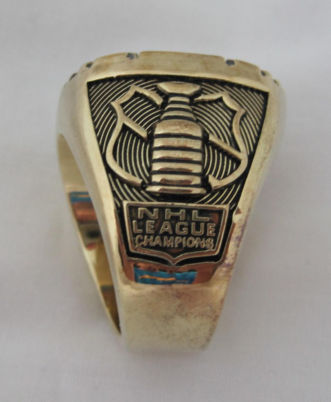 Lot Detail - Bryan Trottier New York Islanders 1981 ...