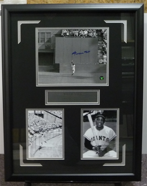 WILLIE MAYS SIGNED THE CATCH Display
