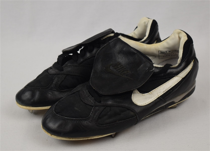 Kirby Puckett Minnesota Twins Game Used Cleats w/Heavy Use